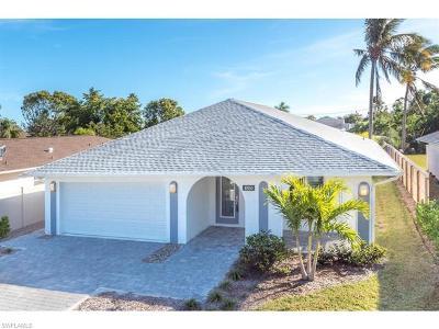 Naples Single Family Home For Sale: 10150 Vanderbilt Dr