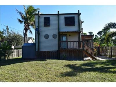 Bokeelia Single Family Home For Sale: 7402 Hibiscus Ave
