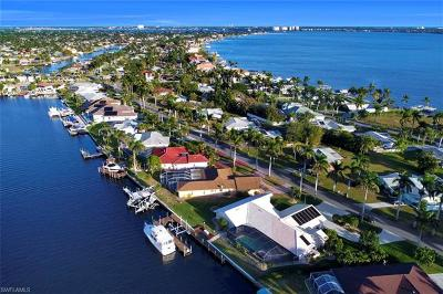 Cape Coral Single Family Home For Sale: 119 Bayshore Dr