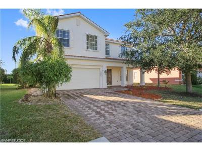 Naples Single Family Home For Sale: 2805 Inlet Cove Ln W