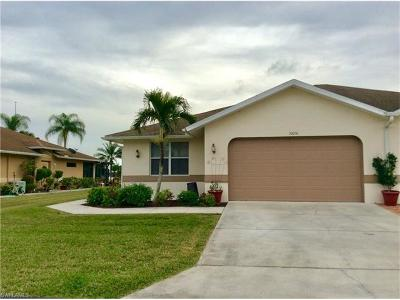 Lehigh Acres Condo/Townhouse For Sale: 20050 Lake Vista Cir