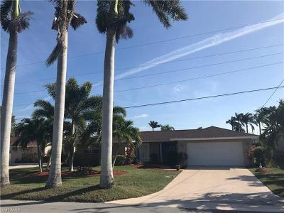 Cape Coral Single Family Home For Sale: 5327 Baypoint Ct