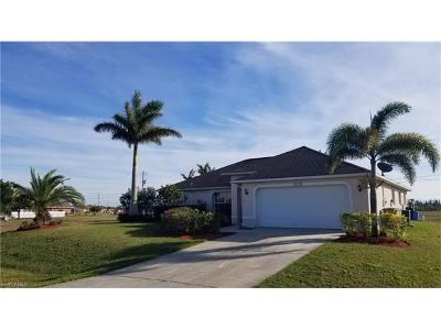 Cape Coral Single Family Home For Sale: 204 NW 7th St