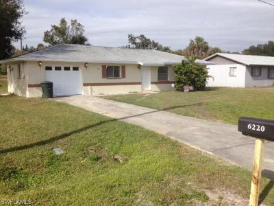 Fort Myers Single Family Home For Sale: 6220 Meadowview Cir