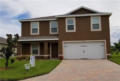 Lehigh Acres Single Family Home For Sale: 10412 Canal Brook Ln