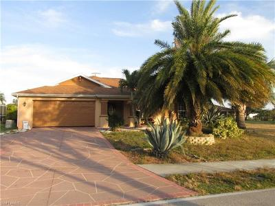 Cape Coral Single Family Home For Sale: 3813 Agualinda Blvd