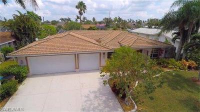 Cape Coral Single Family Home For Sale: 5329 Bayside Ct