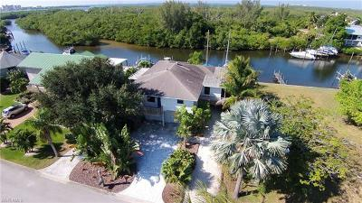 Fort Myers Beach Single Family Home For Sale: 18356 Deep Passage Ln