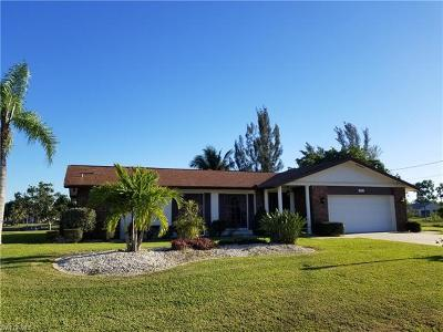 Cape Coral Single Family Home For Sale: 512 SE 16th Ter