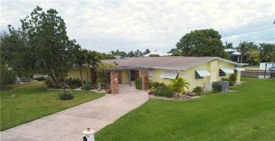 Cape Coral Single Family Home For Sale: 851 Miramar Ct