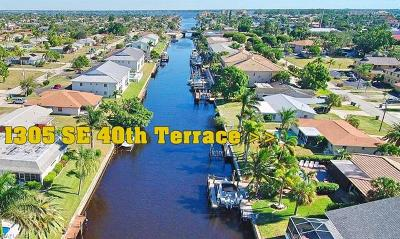 Cape Coral Single Family Home For Sale: 1305 SE 40th Ter