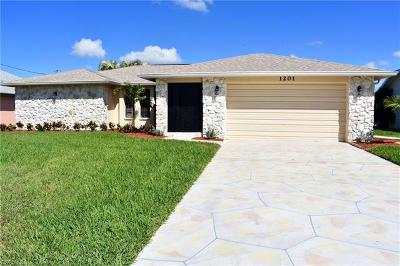 Cape Coral Single Family Home For Sale: 1201 SW 54th Ln