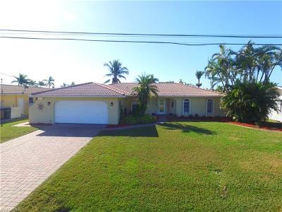 Cape Coral Single Family Home For Sale: 146 SW 53rd St