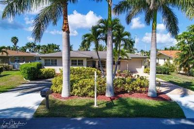 Cape Coral Single Family Home For Sale: 5324 Baypoint Ct