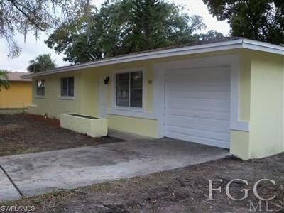 Single Family Home For Sale: 858 Cayce Ln