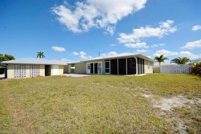 Bokeelia Single Family Home For Sale: 16065 Buccaneer St