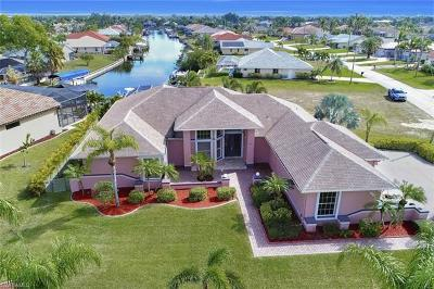 Cape Coral Single Family Home For Sale: 3815 Surfside Blvd