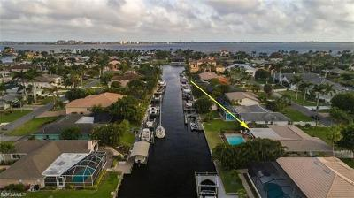 Cape Coral Single Family Home For Sale: 5345 Darby Ct