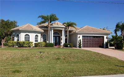 Cape Coral Single Family Home For Sale: 613 SE 4th Pl