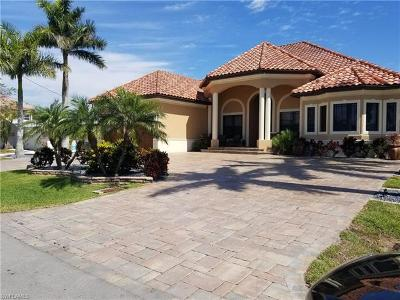 Cape Coral Single Family Home For Sale: 5339 E Del Monte Ct