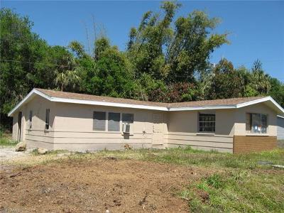 North Fort Myers Single Family Home For Sale: 86 Glenmont Dr W