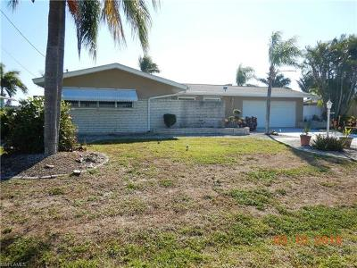 Cape Coral Single Family Home For Sale: 2823 SE 18th Ave
