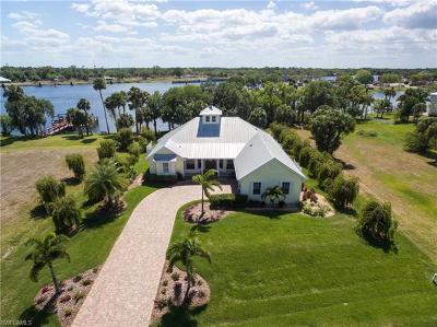 Alva Single Family Home For Sale: 16430 Oakview Cir