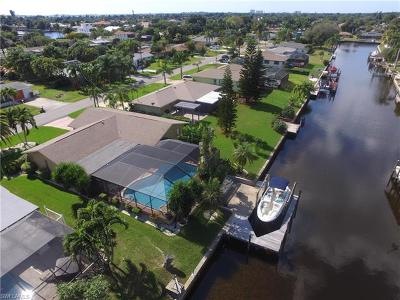 Cape Coral Single Family Home For Sale: 1439 Windsor Ct