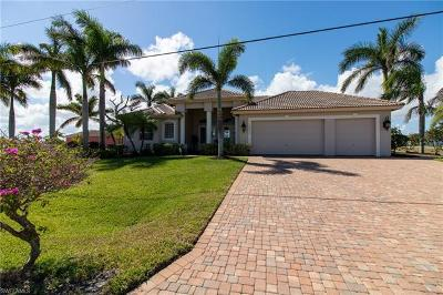 Cape Coral Single Family Home For Sale: 3820 Yucatan Pky