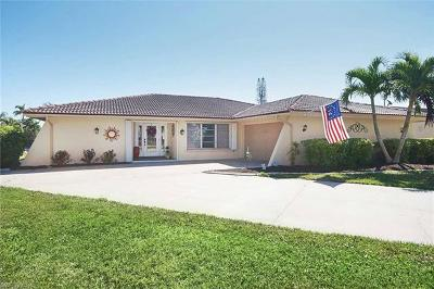 Cape Coral Single Family Home For Sale: 5215 Tiffany Ct