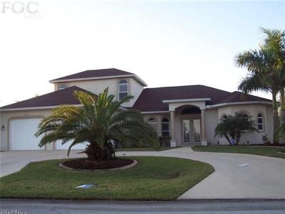 Cape Coral Single Family Home For Sale: 2302 SW 40th St
