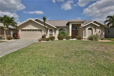 Cape Coral Single Family Home For Sale: 2009 SE 17th Pl
