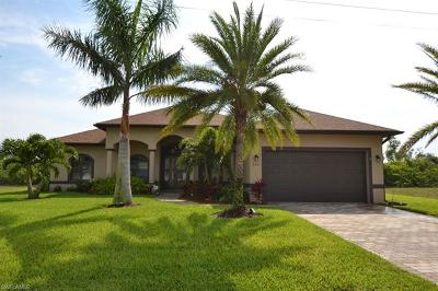 Cape Coral Single Family Home For Sale: 829 SW 11th Ct