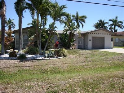 Cape Coral Single Family Home For Sale: 5317 Bayshore Ave
