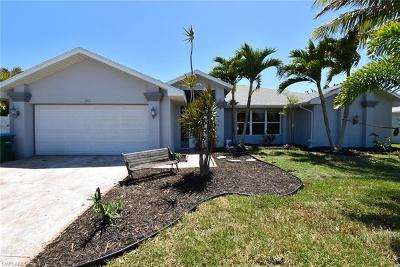 Cape Coral Single Family Home For Sale: 2702 SW 53rd Ln