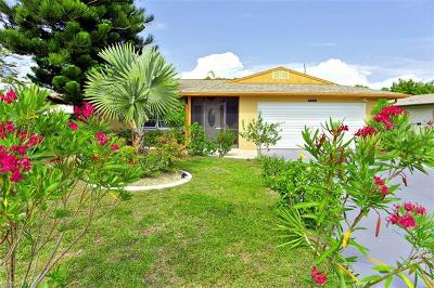 Cape Coral Single Family Home For Sale: 5217 Elm Ct