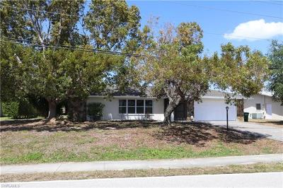 Cape Coral Single Family Home For Sale: 4020 Country Club Blvd