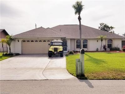 Cape Coral Single Family Home For Sale: 2926 SW Santa Barbara Pl