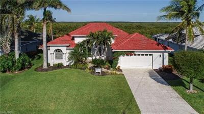 Cape Coral Single Family Home For Sale: 3724 Surfside Blvd
