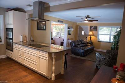 Fort Myers Single Family Home For Sale: 209 Kingston Dr