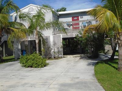 Fort Myers Beach Single Family Home For Sale: 108 Lovers Ln
