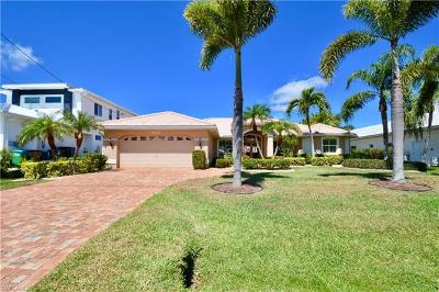 Cape Coral Single Family Home For Sale: 5238 Sands Blvd
