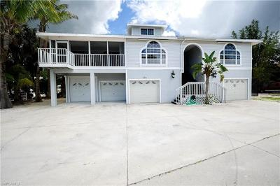 Fort Myers Beach Single Family Home For Sale: 154 Connecticut St