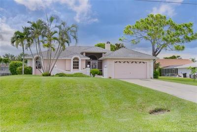 Estero Single Family Home For Sale: 4724 Riverside Dr