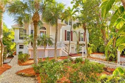 Sanibel Single Family Home For Sale: 950 Cabbage Palm Ct