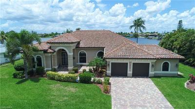 Cape Coral Single Family Home For Sale: 417 SW 49th Ln