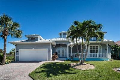 Bonita Springs Single Family Home For Sale: 27161 Flamingo Dr
