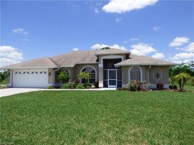 Lehigh Acres Single Family Home For Sale: 208 Roat St
