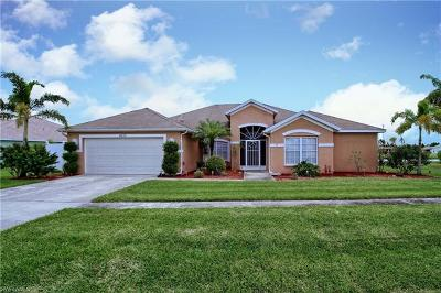 Lehigh Acres Single Family Home For Sale: 4533 Varsity Lakes Ct