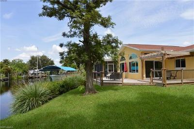 North Fort Myers Single Family Home For Sale: 1746 Club House Rd